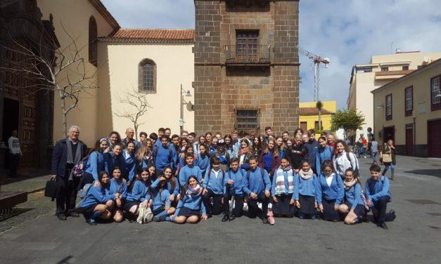 Noticias del Colegio: «Los alumnos del Salzmann y el Colegio Virgen del Mar realizan una entrevista», conducida por Klaus Korselt y Agoney Dorta